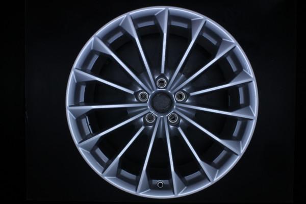 Original Audi A8 S8 4N F8 4N0601025B Einzelfelge 19 Zoll E3